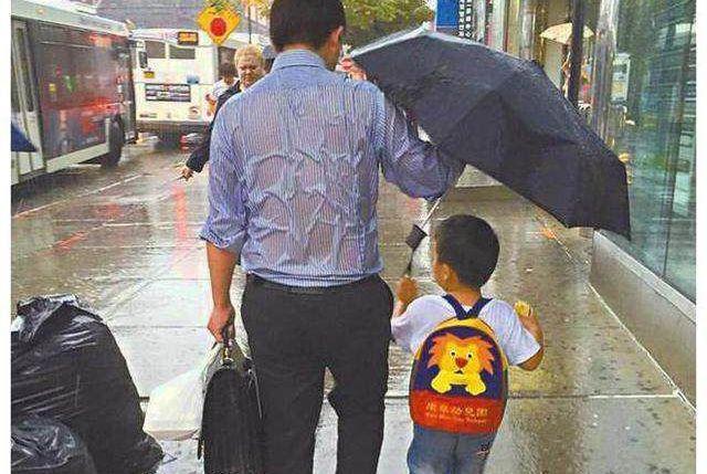 又好笑又感动!这些爸爸带起孩子来真的蛮拼的!
