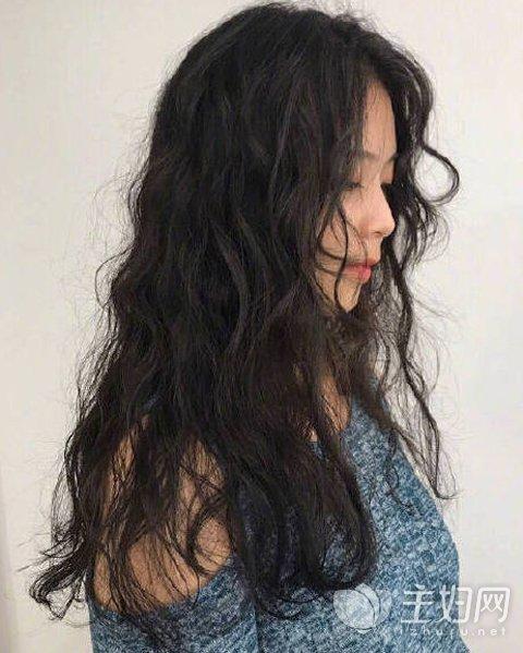2018年流行什么发型,泡面头发型了解起来图片