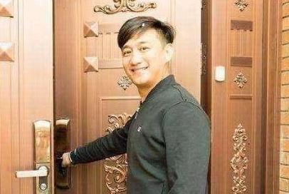 带你看看黄磊的豪宅:单独大门就非常华丽,连卫生间水龙头都很贵