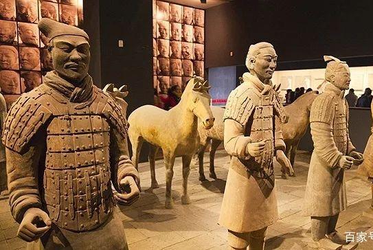 愤怒!掰坏兵马俑的美国小哥被判无罪,多少中国文物被老外毁了