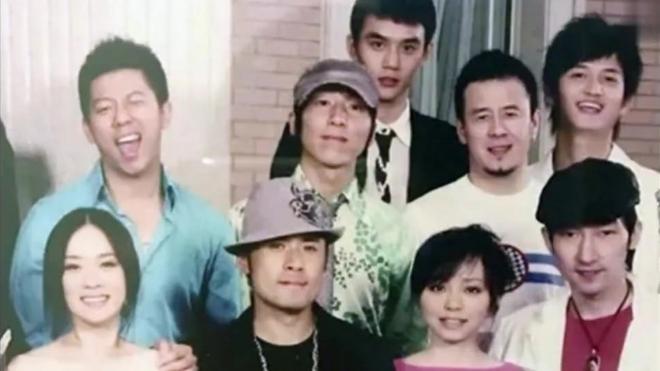 华谊十年前全家福曝光 王宝强笑得像个孩子王凯青涩
