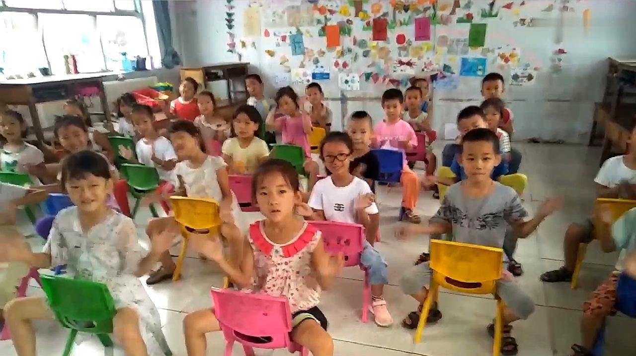一抓一蹦哒幼儿舞蹈坐椅子,孩子们好搞笑,动作好可爱