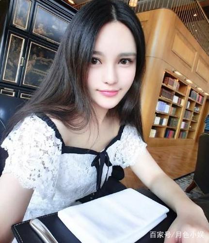 周扬青:吊带黑色裙穿出了十足的女人味,性感迷人4海茶不了图看性感图片