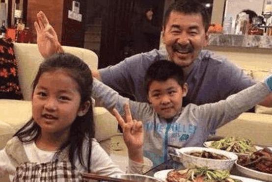 带你看看陈建斌住的豪宅,平时餐桌都是海鲜,生活太好了吧