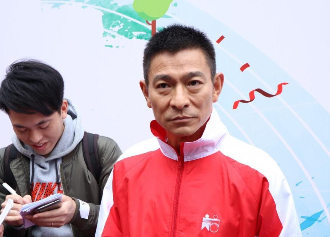 57岁刘德华现身如大病初愈,满脸老态状况令人担忧