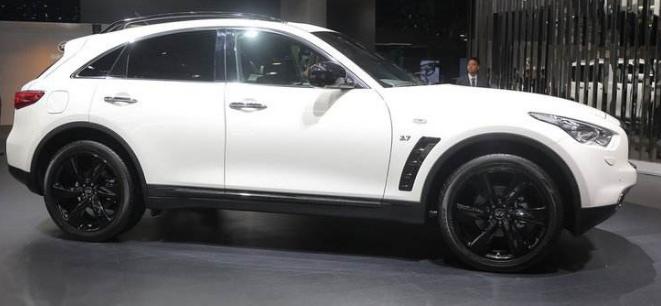 日系豪车让宝马X5都汗颜,整车进口配V6发动机,开十年难动一螺丝 目前汽车市场竞争激烈,不少车型之间的竞争较为激烈。而作为国内占有率较高的日系车,不仅有着丰田本田这等表现出色的车型,在豪车方面也有雷克萨斯和英菲尼迪这等二线豪车。虽然是二线豪车,但是质量可是丝毫不逊色一线豪车品牌。就拿今天的主角英菲尼迪QX70来说,就是一辆可以堪比宝马X5的豪车。  英菲尼迪QX70这款日系豪车可以说表现不逊色于热门车型的宝马X5,不仅整车采用了进口的方式,质量相当出色,而且还配备了V6发动机,作为日系豪车,继承了日系车的