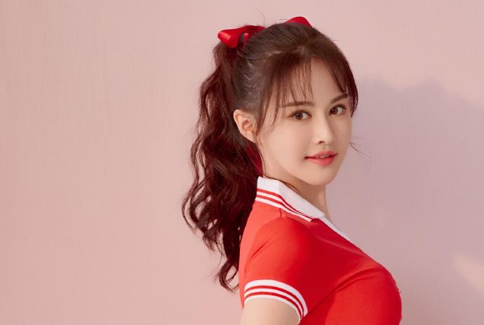 王晶牵手新宠同返公寓,她是《唐伯虎点秋香2019》中的云千千