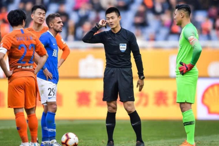 亚足联1决定太讽刺!公开力挺世青赛场上唯一中国人,他填补空白