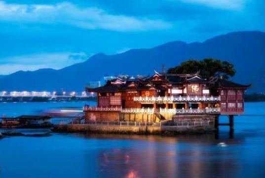 """我国这座寺庙很""""独特"""",建于宋朝位于水上,有""""小金山""""之称"""
