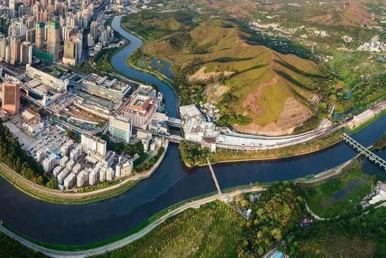 香港面积最大的区,与深圳一河之隔,昔日的农村到处高楼林立
