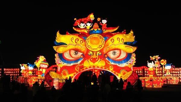 郑州绿博园上百组花灯、三万盏灯笼闹元宵,戳图看盛况!
