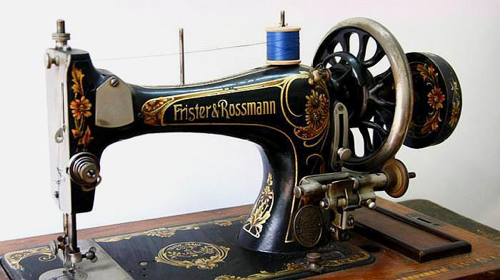 """曾经风靡全国,很多家庭都拥有的""""老式缝纫机"""",现在值多少钱?"""