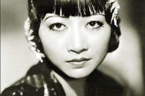 她曾是闯荡好莱坞的第一位华人,回国却遭禁播,一生坎坷不断