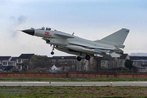 亚洲小国称考虑进口中方战机,取代俄制飞机,歼10or枭龙谁更合适