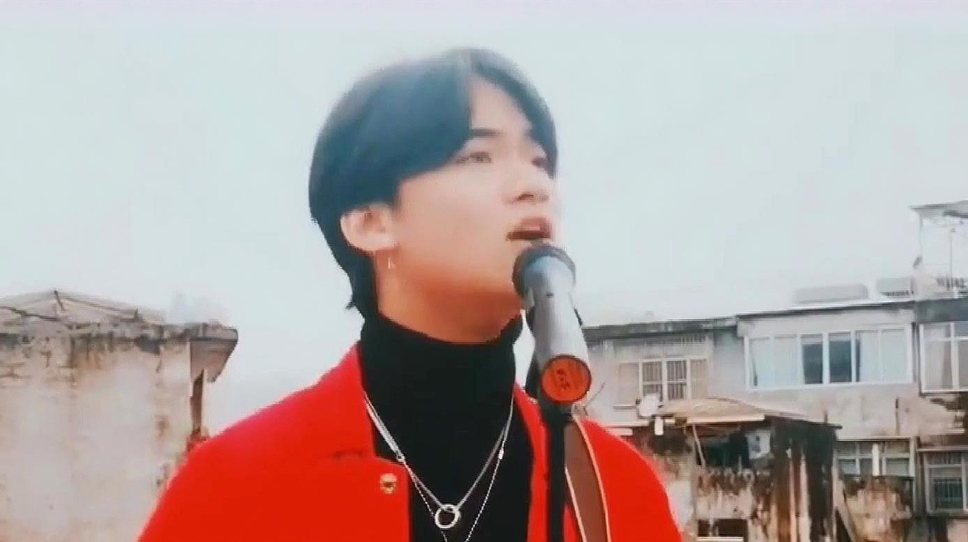 帅小伙粤语翻唱BEYOND《光辉岁月》,一开嗓惊艳了我,堪比原唱!