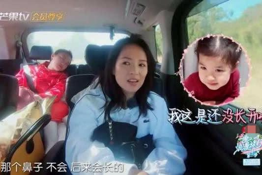 章子怡觉得醒醒鼻子太扁,谢娜错认女儿长月牙包,每天给她测心跳