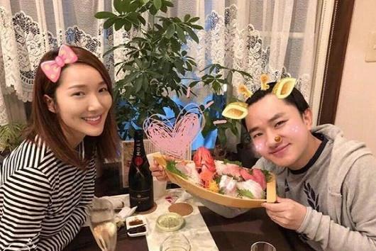 晒晒王祖蓝的豪宅:厨房做饭都是夫妻两人,生活过得真幸福