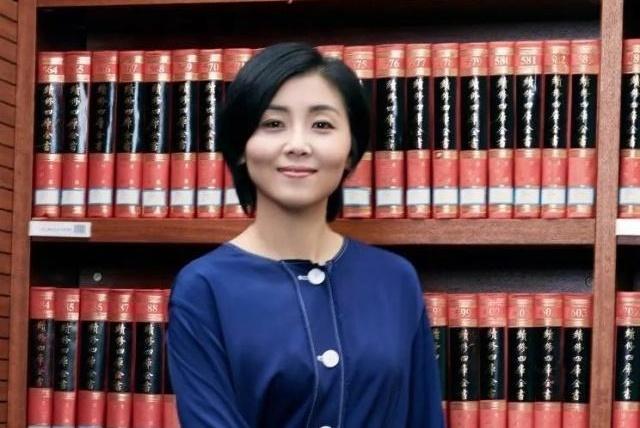 她30岁成为清华最年轻博导,才华颜值皆在线,为何42岁还未婚?