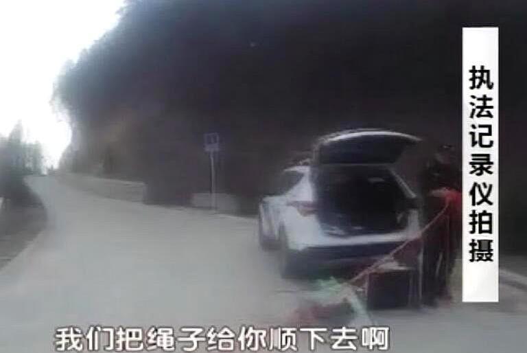 """父女爬野山被困北京海淀""""憋死猫""""!民警巧手施救父女平安!"""