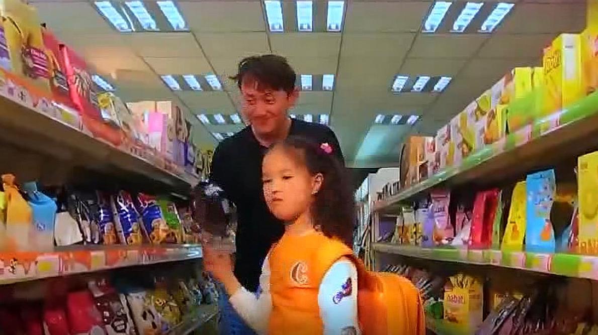 熊孩子进超市大挑东西,老板以为遇见大客户,结局让人意想不到!
