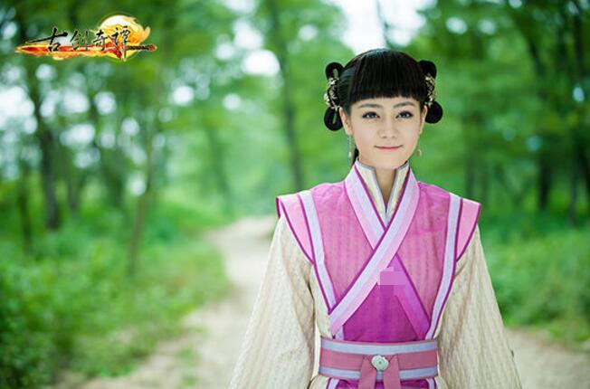 中饰演的白凤九,可以呆萌可爱,对爱情的执着让人心疼!