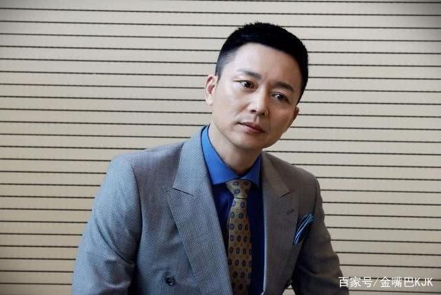 张嘉译同班同学,得罪大演员10年没戏拍,搭档胡歌凭实力大火!