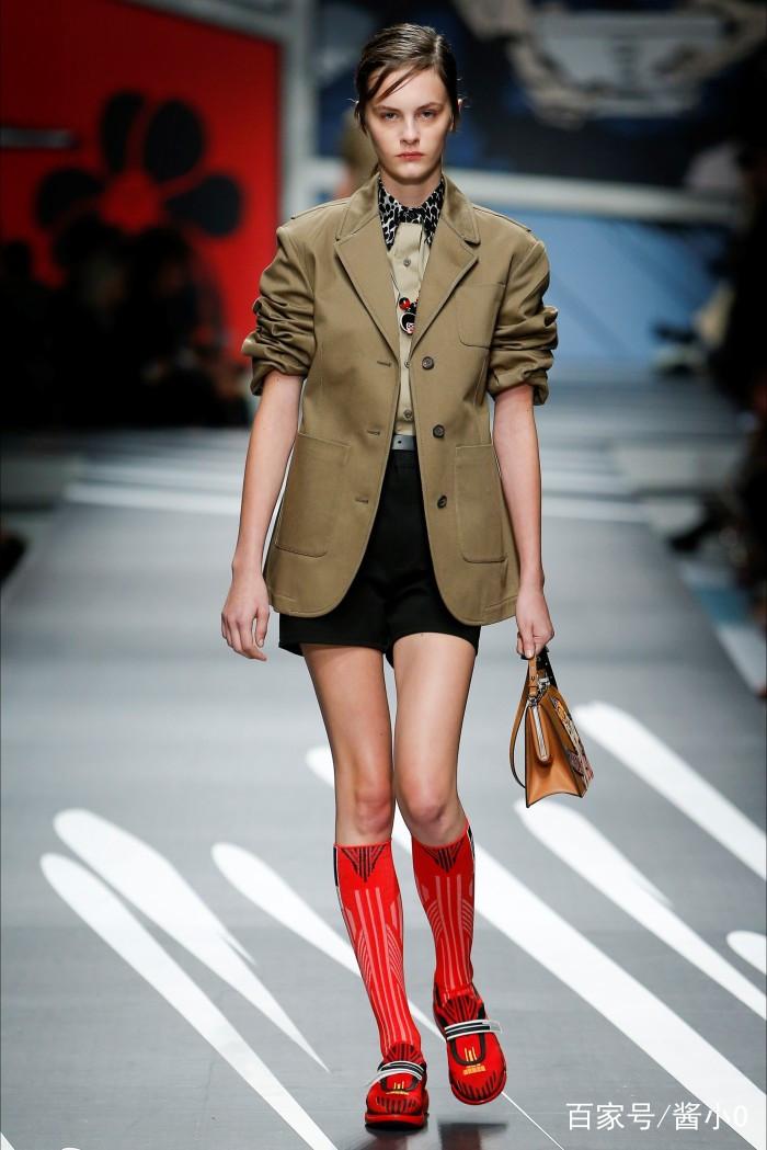 时装周:秀场模特的时尚穿搭,光鲜亮丽衣着不凡