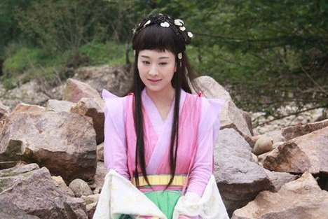 穆婷婷撩起刘海惊现颜值巅峰,难道以前她被刘海耽误了?