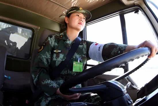 还在抱怨驾照难考?汽车兵在部队考驾照难度下,你会感觉很幸福