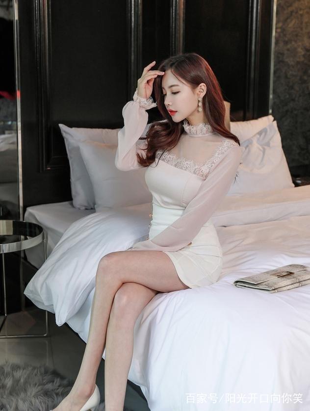 级品美少妇_街拍:少妇衣品风格时尚,身材凹凸有致,让人大饱眼福