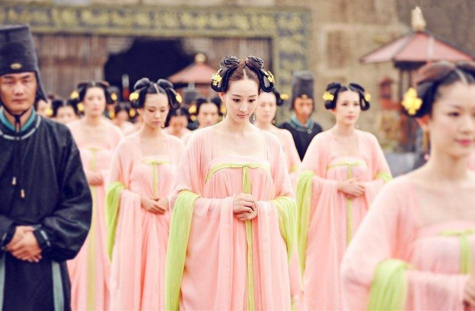 古代女子的衣服素雅又不失华丽!这几种衣服的名字你知道吗?