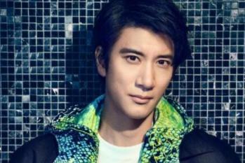 王力宏在国外酒吧被当成幸运观众上台唱歌,一开口对方惊呆了