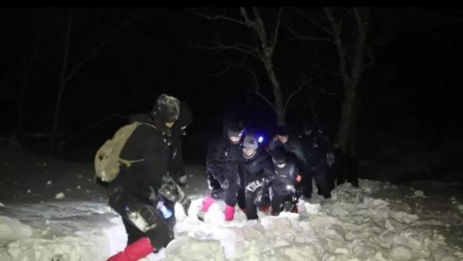惊险!南方游客迷路被困冰川,雪乡人6小时极速救援