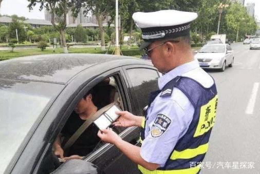 为啥驾照一分没扣依旧被吊销?交警:这一行字不仔细看要吃大亏