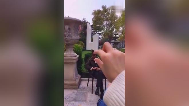 """戚薇在威尼斯直播竟然偷偷""""调戏""""张涵予!太淘气了!"""