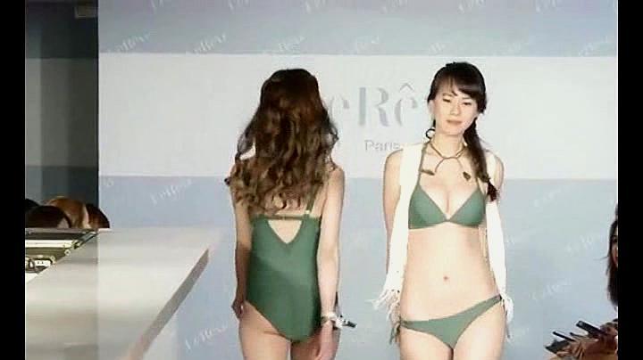 广州泳装T台秀:国内模特婉约迷人,长相甜美,不输国际超模!