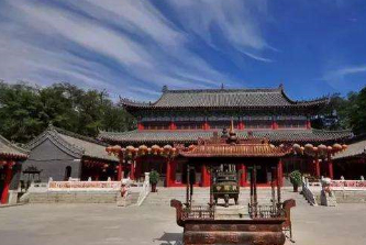 """不用钉子的寺庙,庙里有一万条龙还供奉龙位,称为""""缩小版故宫"""""""
