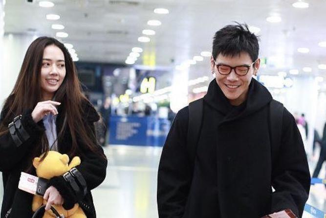 向佐郭碧婷默认恋情后首度同行,面对媒体的镜头两人笑得太甜了