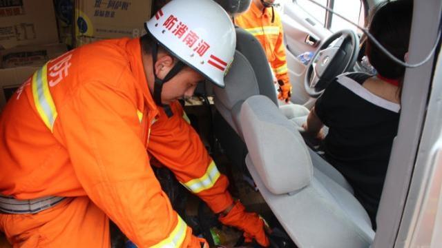 河南一消防队员为救两名农民工英勇牺牲,年仅22岁