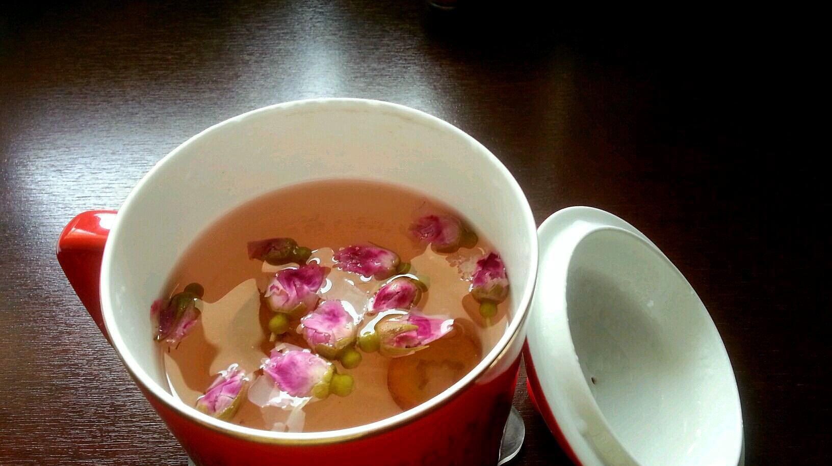 泡玫瑰花茶是用冷水还是热水,很多人都做错了,喝了也白喝