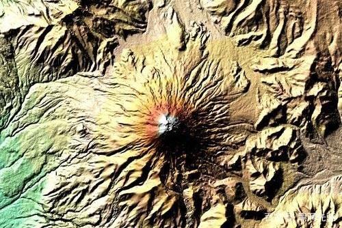 """科托帕希火山爆发后发出独特的""""声音"""",很长时间没有产生振荡"""