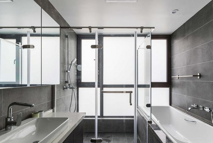 为了老婆泡澡的梦,我在卫生间塞下大浴缸!