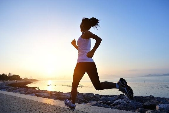 长期坚持跑步的人,最后发生什么变化?5点跑步误区,很多人不知