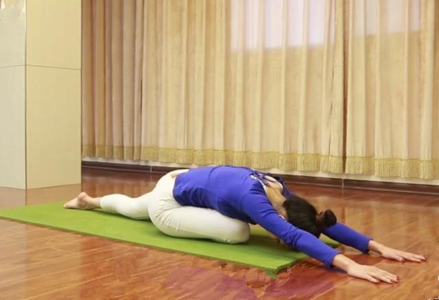 瑜伽天鹅式练习:开髋瘦腰,排毒养颜,打造天鹅气质!图片