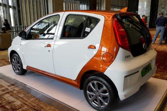没买车的老百姓有福音了!比亚迪最小电动车问世,轻巧便利才3万