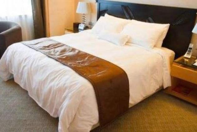高档酒店的床上都有一块长布,有什么作用?看完涨知识了