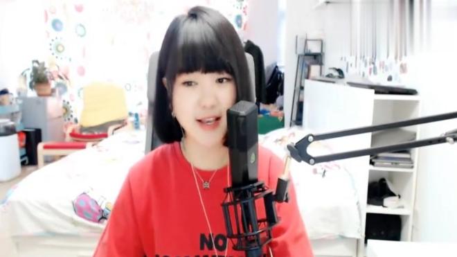 二丫王悦演唱歌曲《我的快乐就是想你》真是太好听了,声音好甜呀