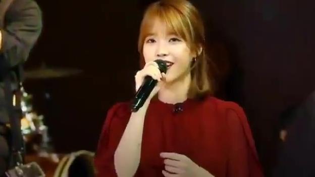 IU李知恩 婚礼上唱祝歌的小仙女,全场都变闪亮了
