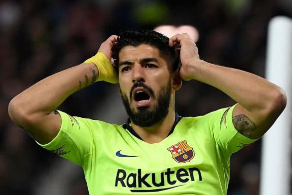 又一伪巨星浮现?近3年半欧冠客场0球!巴萨队友喂他单刀都踢不进