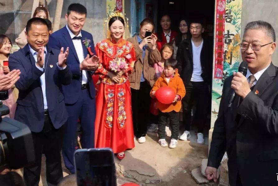 县委书记参加的特殊婚礼